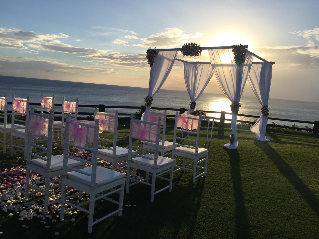 CLIFF EDGE WEDDING